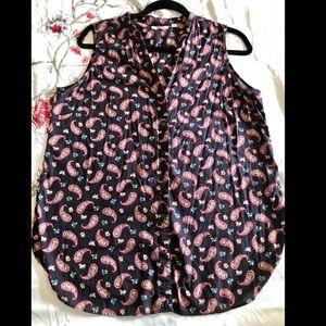 Uniqlo Tops - Uniqlo button up cotton sleeveless shirt